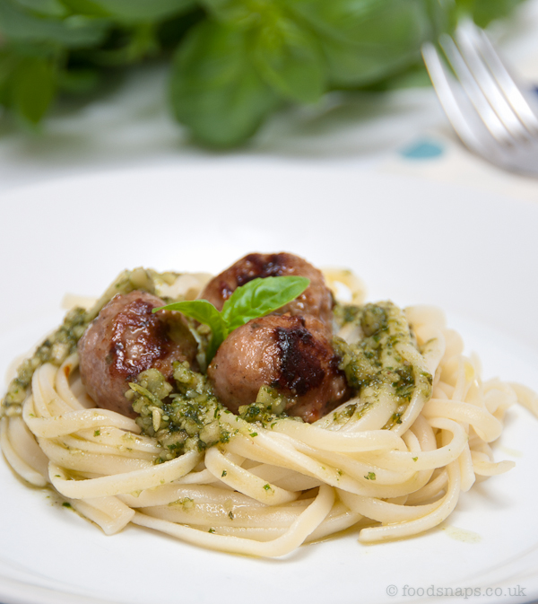 Pesto linguine with veal meatballs