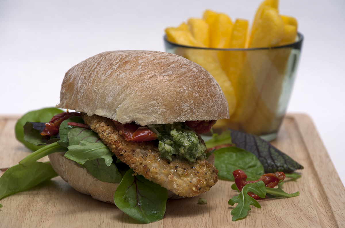 chicken burger with polenta chips