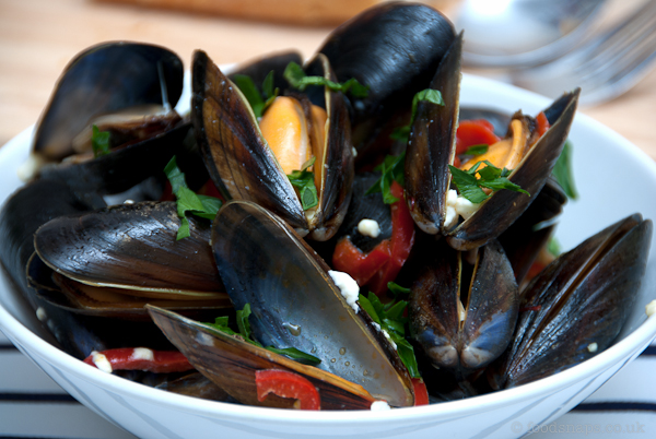 Mussels with feta cheese and saffron